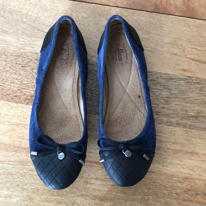 Suede blue and black cushioned flats